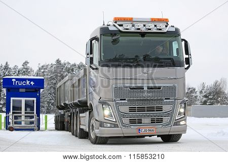 Volvo FH16 650 Combination Truck Stops For Refueling