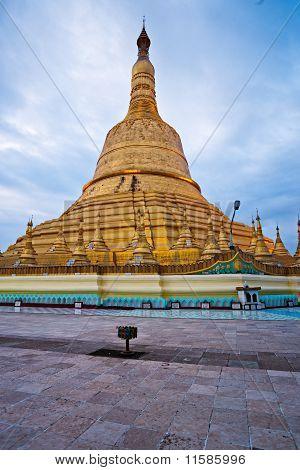 Shwemawdaw Paya, Bago, Myanmar.