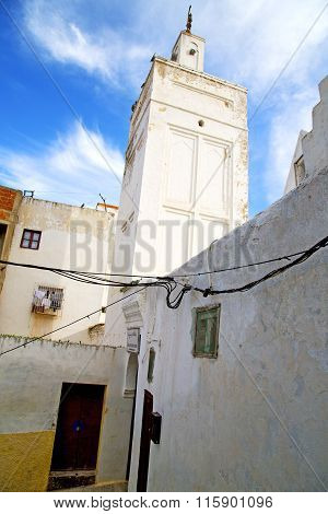 Mosque   History  Symbol  In Morocco   And  Blue    Sky