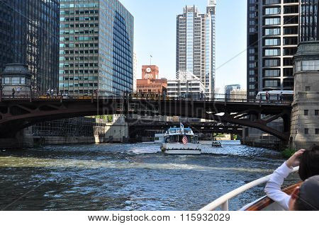 Tour along the Chicago River, Illinois