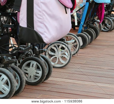 Many Wheels Of Strollers For Toddlers