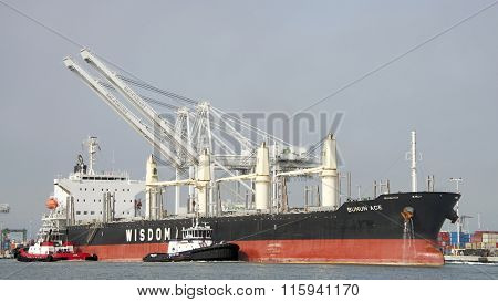Bulk carrier BUNUN ACE entering the Port of Oakland