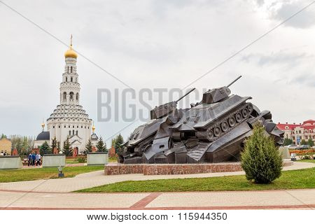 The sculptural composition Tank battle at Prokhorovka - Taran. Russia