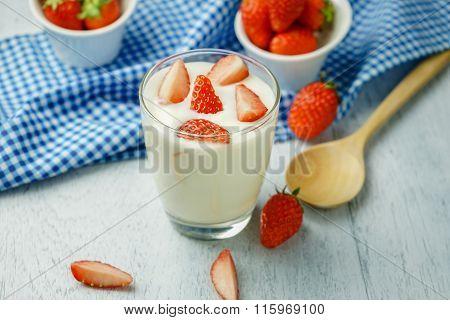 Healthy Strawberry Yogurt