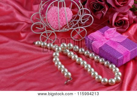 Pearl necklace. Aniversary theme