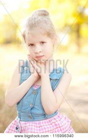Kid girl posing outdoors