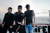 Постер, плакат: Three Rap Singers Band On The Roof