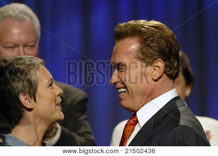 LONG BEACH - DEC 7: Jamie Lee Curtis; Arnold Schwarzenegger at the California Governor's Conference on Women and Families at the Convention Center on December 7, 2004 in Long Beach, California