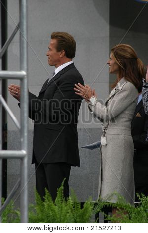 SACRAMENTO - NOV 17: Arnold Schwarzenegger; Maria Shriver at the Governor Swearing In Ceremony at the Capitol in Sacramento, California on November 17, 2003