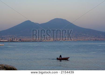 Vesubio al atardecer en Nápoles