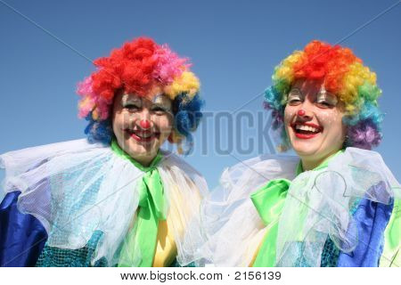 Tho Bizzare Female Clowns In Colored Wigs 1