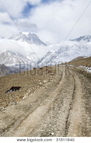 Ländliche Straße im himalaya