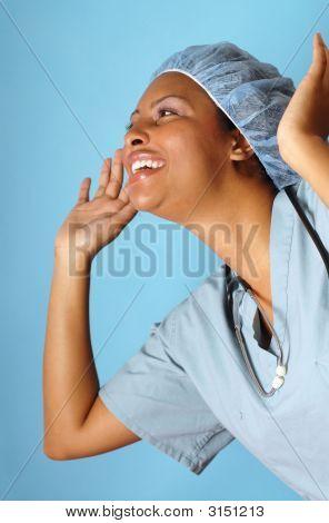 Enfermera muy emocionada