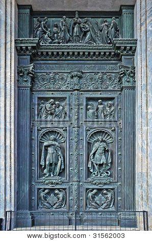 Puerta Santa de la iglesia antigua