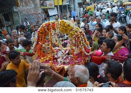 Chanting prayers to Lord Shiva Hatkeshwar