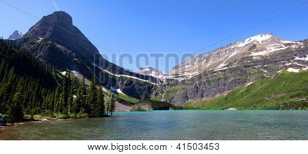 Panoramic view of Grinnell lake in Glacier national park