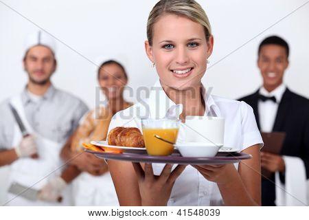 Uma equipe de funcionários do restaurante.