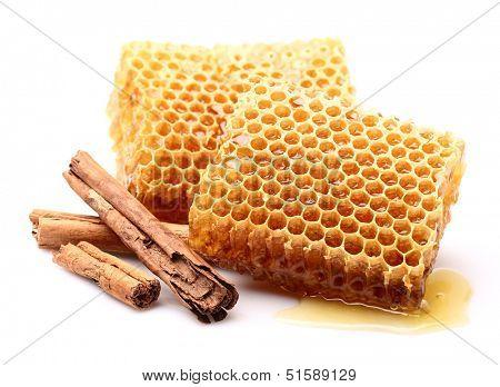 Honeycombs with cinnamon