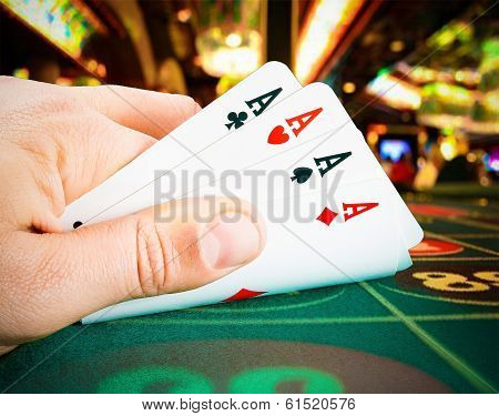 poker Cards In A Man Hand In The Casinò