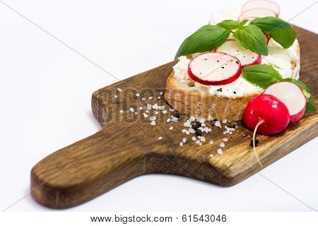 Fresh bread with radish, basil and cottage