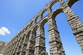 foto of aqueduct  - view of the aqueduct of Segovia - JPG