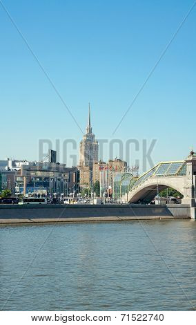 Bogdan Khmelnitsky Bridge, Square Of Europe And Hotel Ukraina