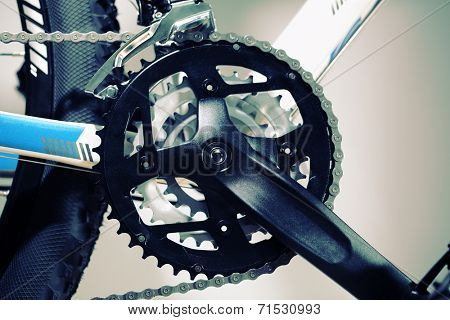 Mountain bike chain set, pedal and wheel