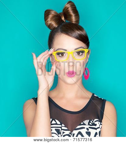 Attractive surprised young woman wearing glasses, beauty and fashion concept