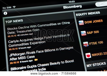 Bloomberg application with top news on an Ipad New display