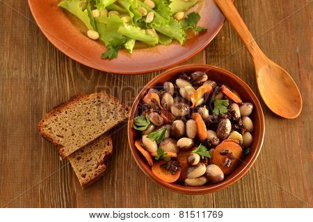Beans salad with carrots and black rice