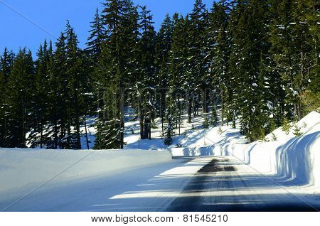Winter road from Visitor Center to Crater Lake in Oregon