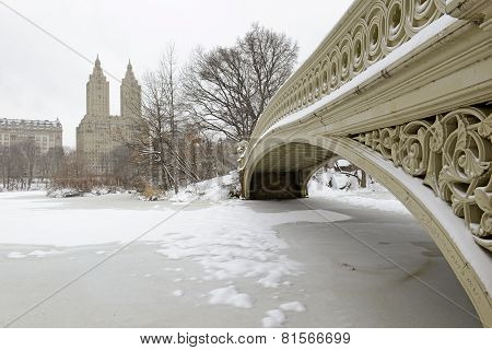 Bow Bridge in the snow, Central Park, Manhattan, New York City