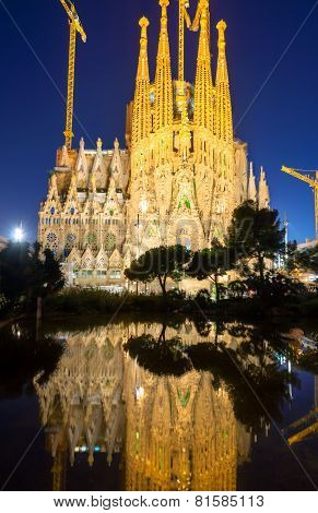 The Sagrada Familia illuminated at night