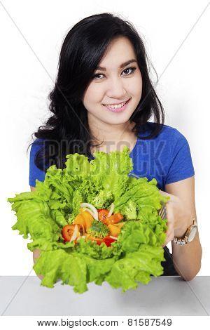 Pretty Woman Prepare Salad 2
