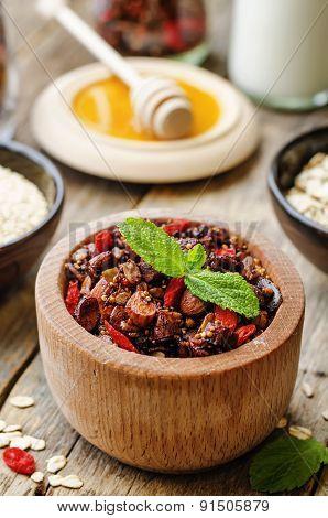 Oatmeal Nuts Quinoa Granola