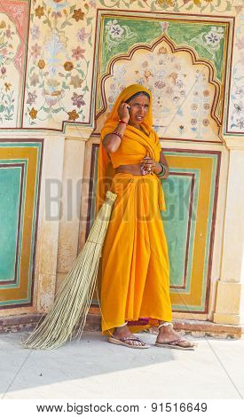 Woman Of Fourt Class In Brightly Colored Sari Clean The Amber Palace