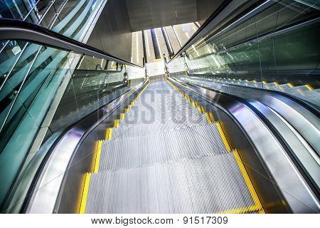 Airport moving sidewalk also travelator, walkalator and movator.