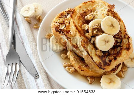 French toast with bananas, walnuts and maple syrup