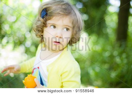 young girl portrait at the garden