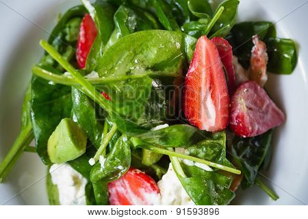 Fresh Salad with strawberries, goat cheese and shrimps