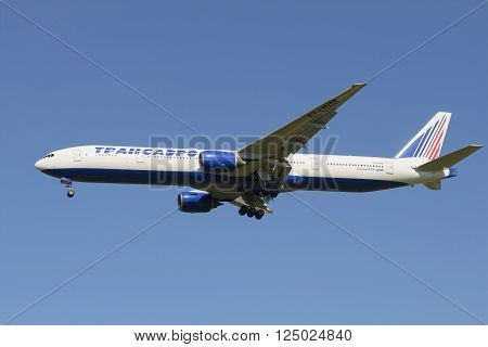 ST. PETERSBURG, RUSSIA - AUGUST 21, 2015: Flying Boeing 777-312 (EI-end) of the company