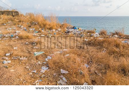 Large amounts of rubbish in India near the Varkala beach