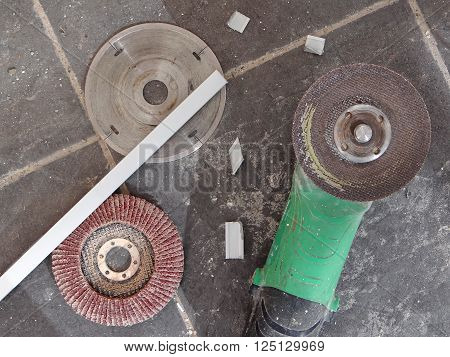construction electric instrument with the discs in order for something to nag