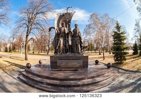 SAMARA, RUSSIA - APRIL 9, 2016: Monument to the russian orthodox saints Peter and Fevronia of Murom, patrons of the family and marriage