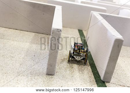 Self-made Robot In A Maze