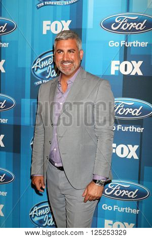 LOS ANGELES - APR 7:  Taylor Hicks at the American Idol FINALE Arrivals at the Dolby Theater on April 7, 2016 in Los Angeles, CA