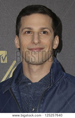 LOS ANGELES - APR 9:  Andy Samberg at the 2016 MTV Movie Awards Arrivals at the Warner Brothers Studio on April 9, 2016 in Burbank, CA
