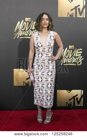 LOS ANGELES - APR 9:  Emilia Clarke at the 2016 MTV Movie Awards Arrivals at the Warner Brothers Studio on April 9, 2016 in Burbank, CA