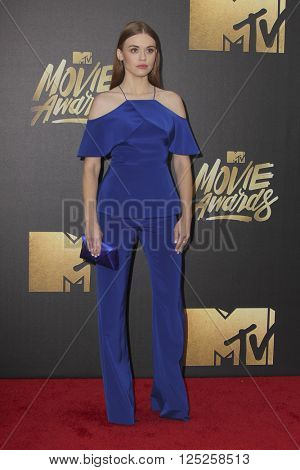 LOS ANGELES - APR 9:  Holland Roden at the 2016 MTV Movie Awards Arrivals at the Warner Brothers Studio on April 9, 2016 in Burbank, CA