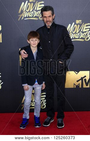 LOS ANGELES - APR 9:  Simon Kinberg at the 2016 MTV Movie Awards Arrivals at the Warner Brothers Studio on April 9, 2016 in Burbank, CA